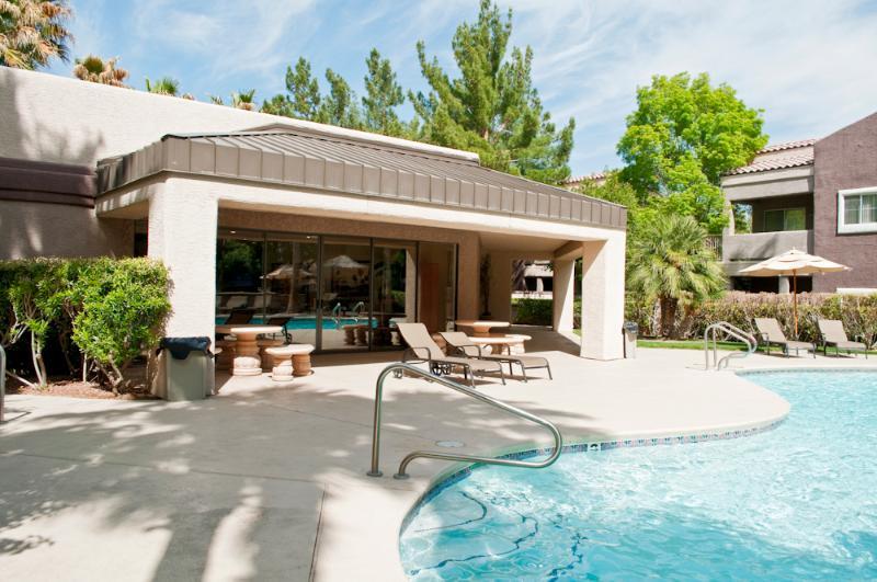 Public pool and club house - Single Level Condo- Rainbow - Las Vegas - rentals