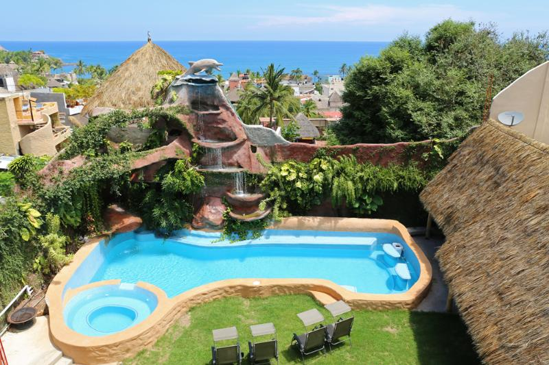 Town Center location just steps from the Plaza. Walk to all the bars and Beach - Jungle Waterfall Condos in the Center of Sayulita - Sayulita - rentals