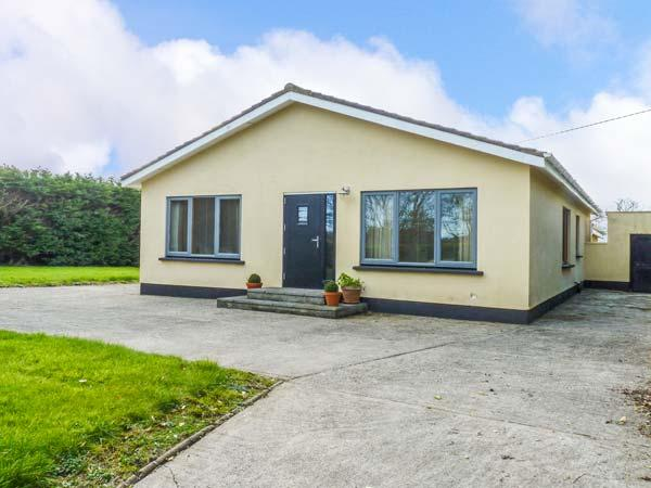 ERICA, detached, all ground floor, large garden, Rosslare Harbour, Ref 931276 - Image 1 - Rosslare Harbour - rentals