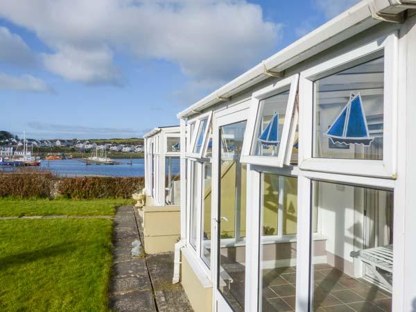 FERRY LODGE COTTAGE all ground floor, en-suite, edge of marina, close to amenities in Kilrush Ref 933868 - Image 1 - Kilrush - rentals