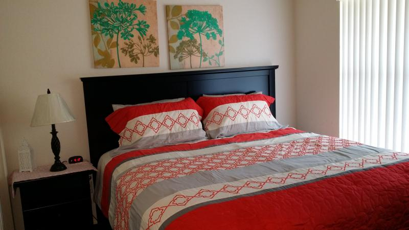 King Size Bed with Flat Screen TV - OPEN 10/23-10/31* 99/nt*2 Kings*Sleeps 8*Pond View - Branson - rentals