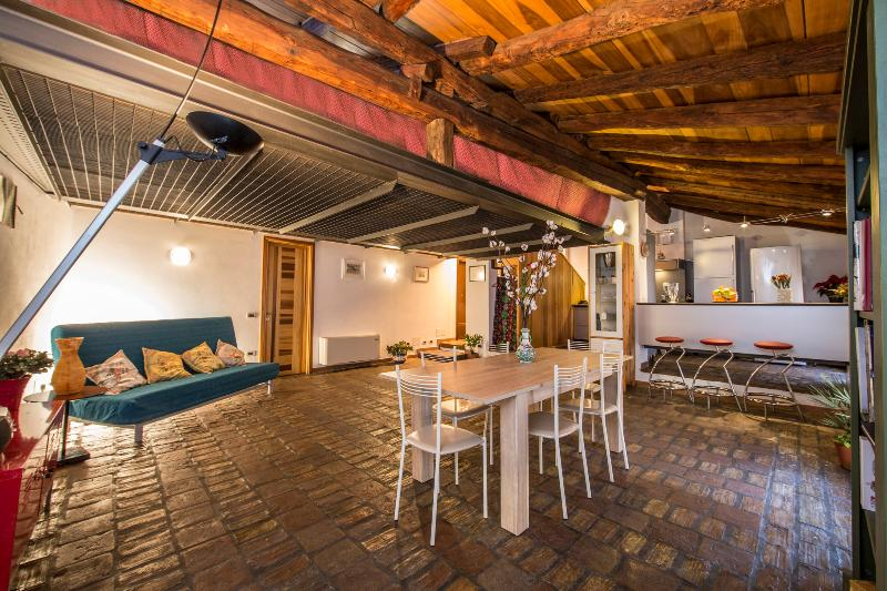 Welcome to OPERA PRIMA - A top Bologna rental ! Charming and exclusive, a great pick. - OPERA PRIMA - Stunning, View, Terrace, WiFi, A/C - Bologna - rentals
