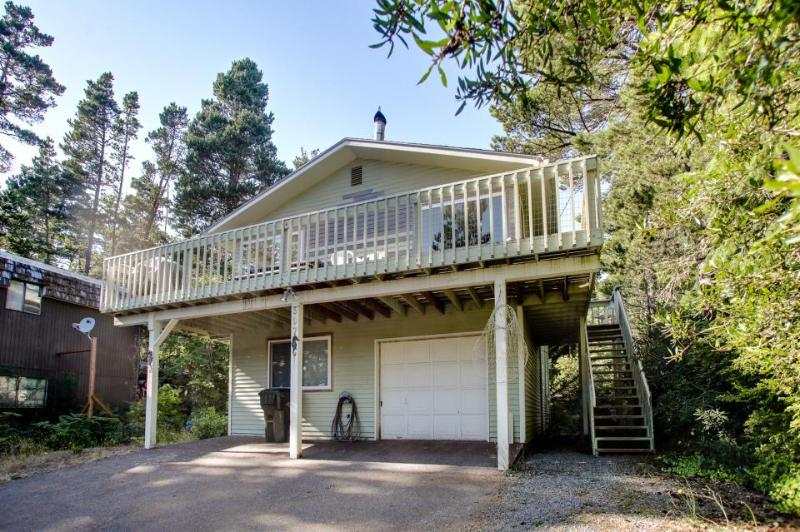 Spacious home w/a game room, wet bar, & more. Beach nearby! - Image 1 - Manzanita - rentals