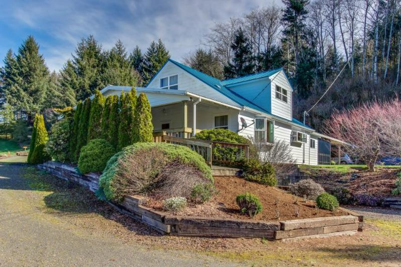 Tranquil, dog-friendly home in a rural setting w/ private hot tub - Image 1 - Cloverdale - rentals