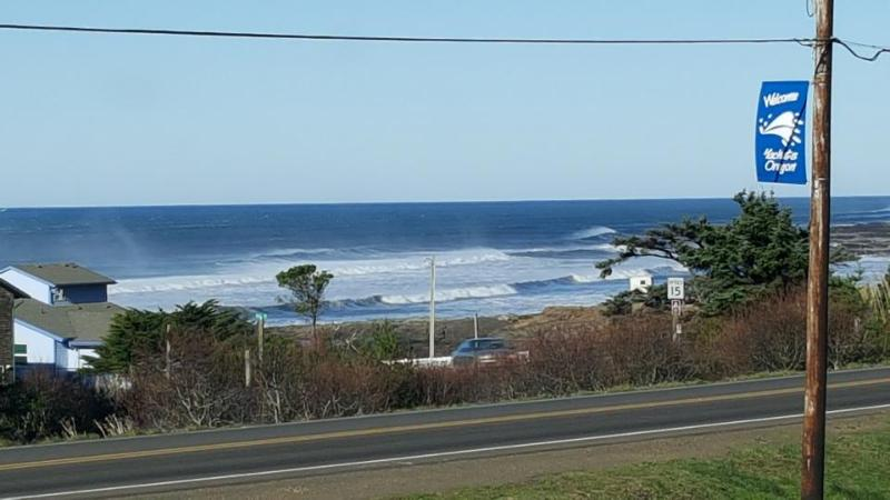 Ocean view home,  w/ hot tub - close to town & 4 blocks from the beach! - Image 1 - Yachats - rentals