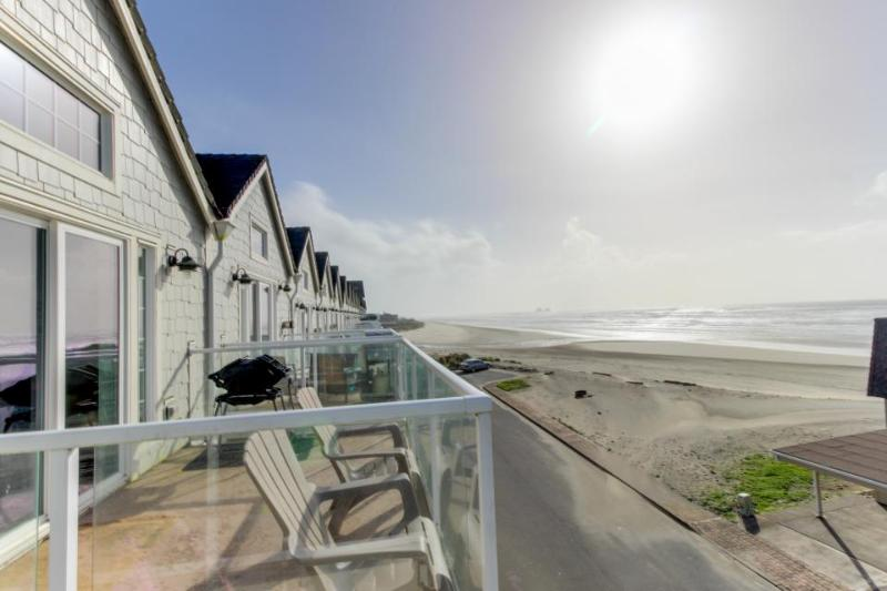 Dog-friendly, oceanfront home w/ two balconies, beach access & pool table! - Image 1 - Rockaway Beach - rentals