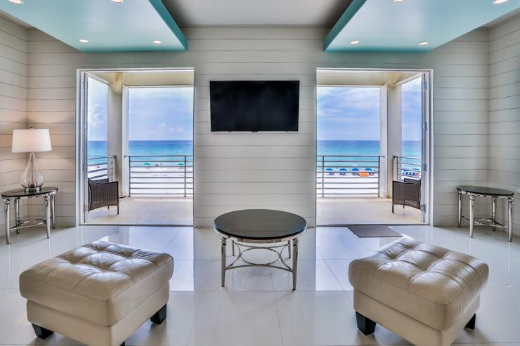 Living area with a beach view - Bord du Mer - Miramar Beach - rentals