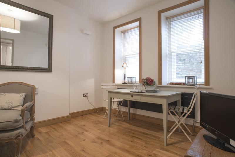 Addison Bridge Place - Image 1 - London - rentals