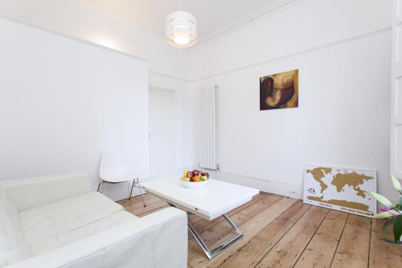 onefinestay - Canonbury Square apartment - Image 1 - London - rentals