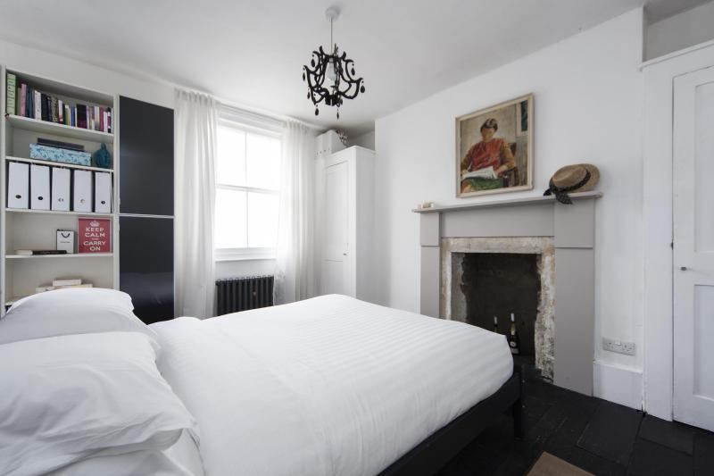 One Fine Stay - Cumberland Street II apartment - Image 1 - London - rentals