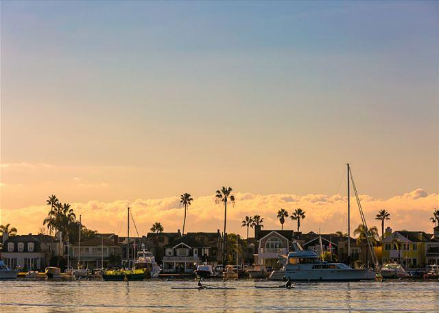 Beautiful Newport Bay just steps from the front door. - Beautiful Balboa - Walk to Beach, Bay, Restaurants, Ferry and Fun Zone - Newport Beach - rentals