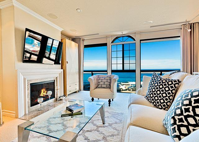 2nd Floor Living Room with Fireplace, Flat Screen TV and Expansive Ocean Views. - 17% OFF JAN DATES - Oceanfront home in the Village w/private spa! - La Jolla - rentals
