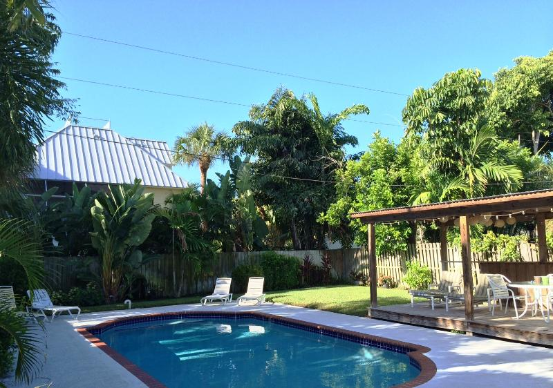 Peaceful PRIVATE POOL Home 3Blocks 2Sand IR Beach - Image 1 - Indian Rocks Beach - rentals