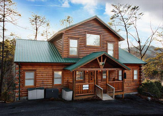 Cabin - Handicap-Accessible, Sleeps 22, Huge Loft, Dogs Welcome, Wet Bar, Hot Tub - Pigeon Forge - rentals