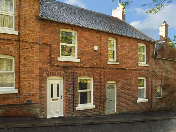 CONIFER COTTAGE mid-terrace, walking distance of town centre, close to Alton Towers and National Park, in Ashbourne Ref 931712 - Image 1 - Ashbourne - rentals