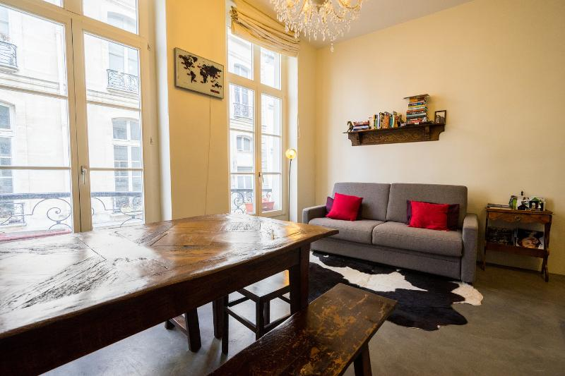 Living Room - Stylish and unique, right in the centre of Paris. - 2nd Arrondissement Bourse - rentals