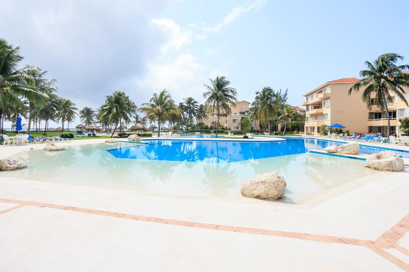 The Pool - Puerto Aventuras, Villa Del Mar, Ocean Front 2 Bed - Cancun - rentals