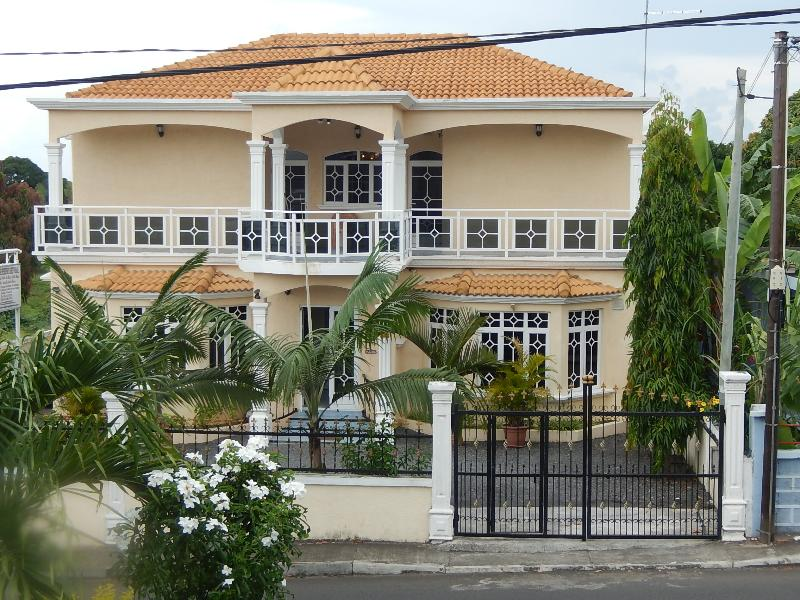 ( La Mirage Residence Guesthouse)front building - La Mirage Residence Guesthouse - Belle Mare - rentals