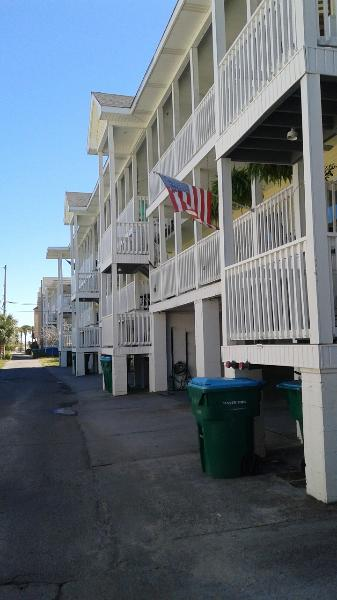 Exterior of building - Coquina Cottage is less than a block to the Ocean! - Tybee Island - rentals