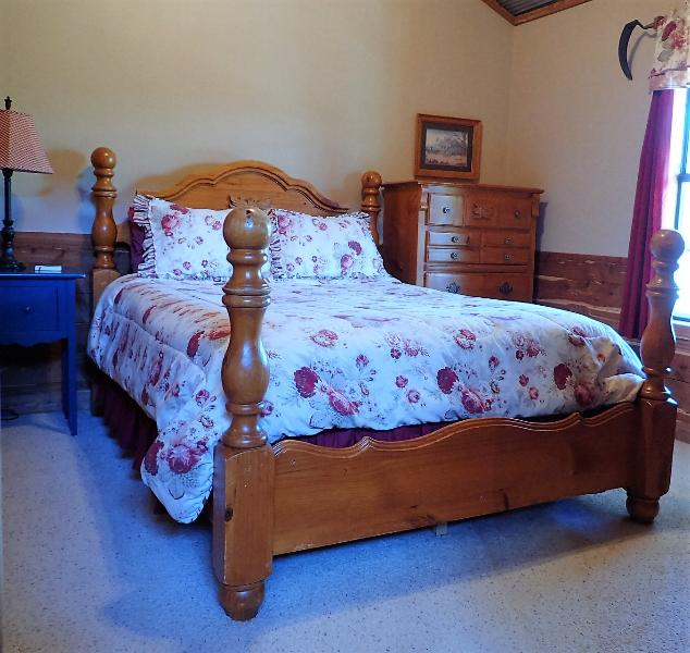 Front Bedroom Creekside Cabin - White River Cabin for 6, hot tub, fireplace, nice! - Norfork - rentals