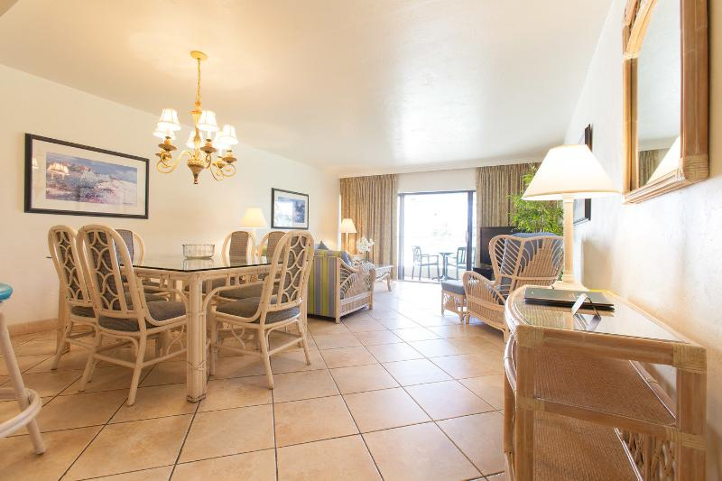 Living Room - Golden Strand 2 Bedroom condo on beach - Sunny Isles Beach - rentals