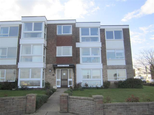 Front of block with back to greensward - Flat B Queens House, The Esplanade, Frinton on Sea - Frinton-On-Sea - rentals