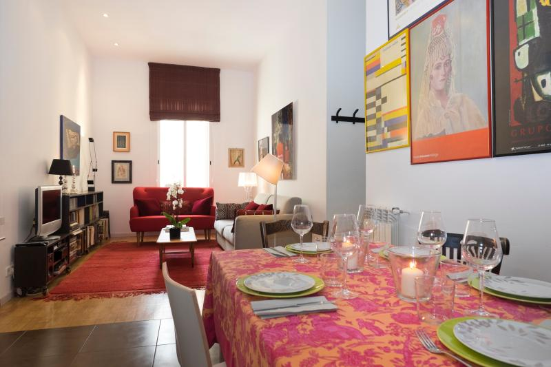 Dinning - Living room - Modern and elegant apartment Plaza Colon - Madrid - rentals