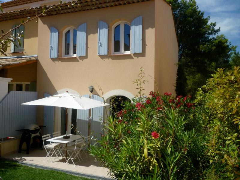 Discover Provence. Mas Neuf  Luxury 2 Bed Villa - Image 1 - Pont Royal - rentals