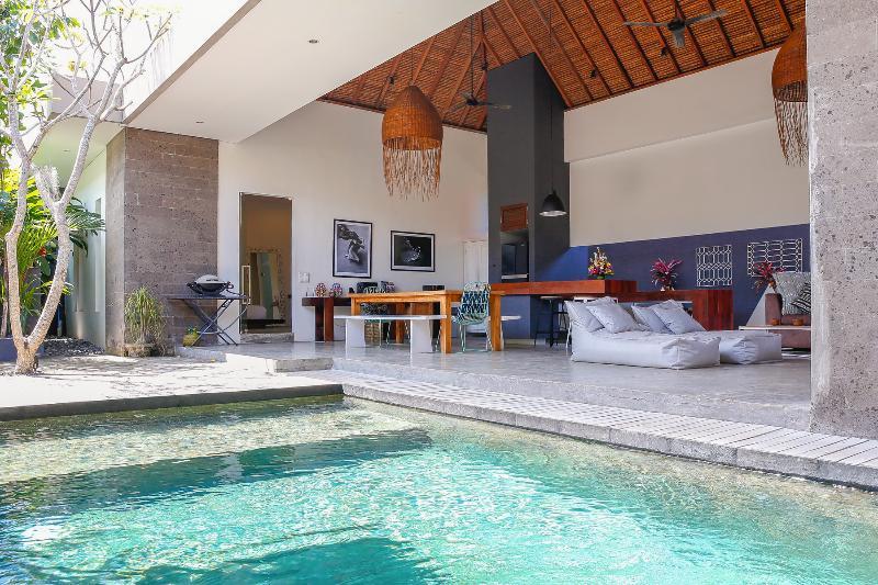 3 Bedrooms Villa in Gang Kura Kura, Petitenget - Image 1 - Seminyak - rentals