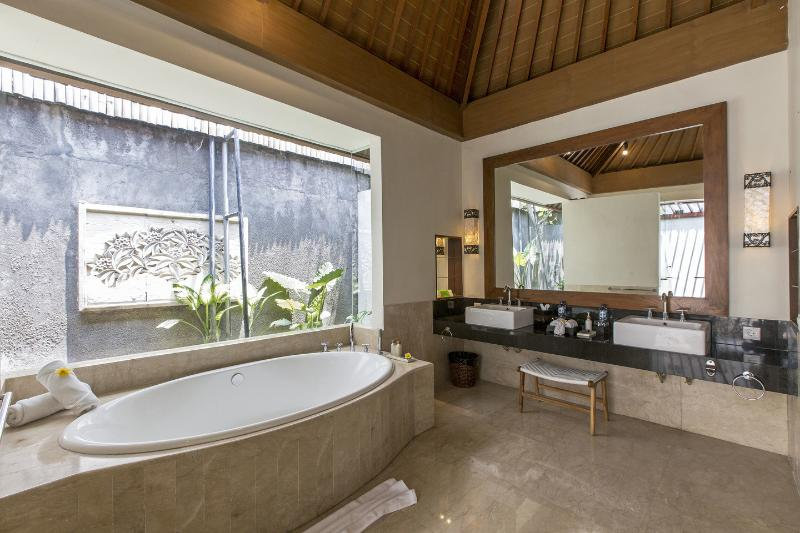 Bathroom Master Bedroom - 3 BR Villa Private Pool 70 meters from Beach - Seminyak - rentals