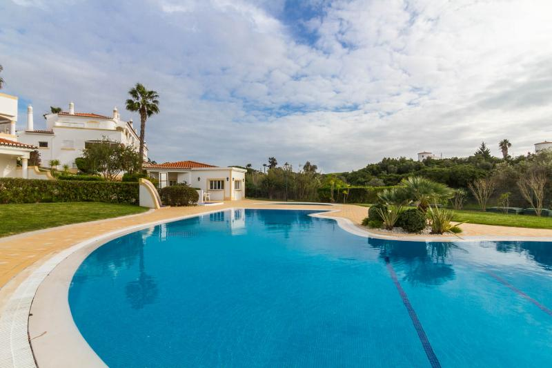 pool area - CARVOEIRO  Beautiful 2 bed villa, sea view & pool - Carvoeiro - rentals