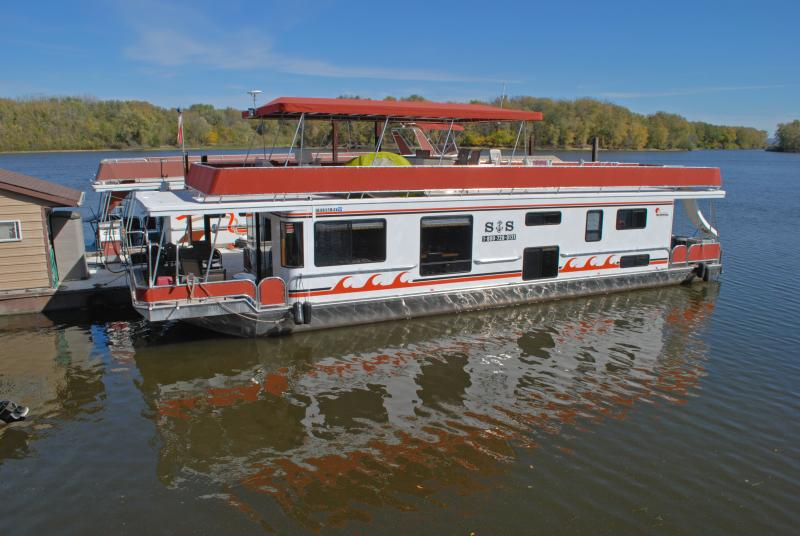 This can be your houseboat! - Houseboat Lodging on the Mississippi River - Lansing - rentals