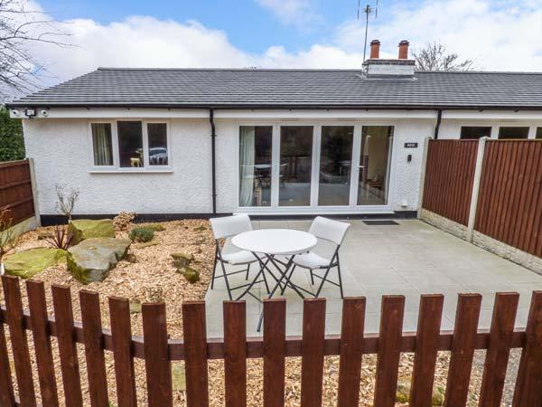 ROSE COTTAGE, modern holiday home with pretty views, multi-fuel stove, luxury finish, Belper, Ref. 927892 - Image 1 - Belper - rentals