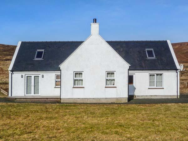 SEALLADH BREAGH, detached, woodburner, games room, pet-friendly, Uig, Ref 934143 - Image 1 - Uig - rentals