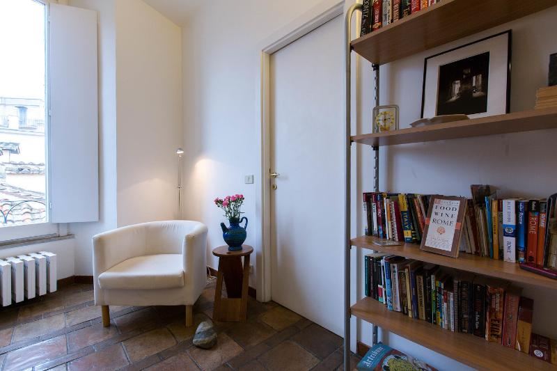 Living Room - Rome is home: You in the heart of the Eternal City - Rome - rentals