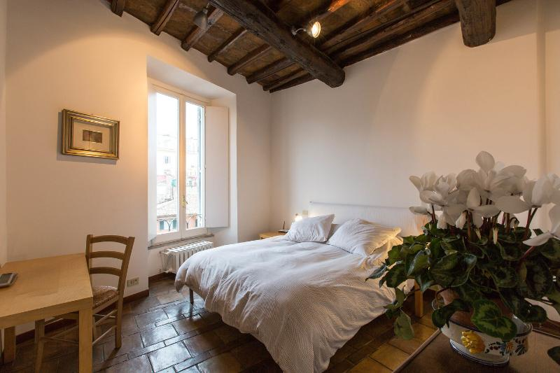 The Master Bedroom - Rome is home: You in the heart of the Eternal City - Rome - rentals