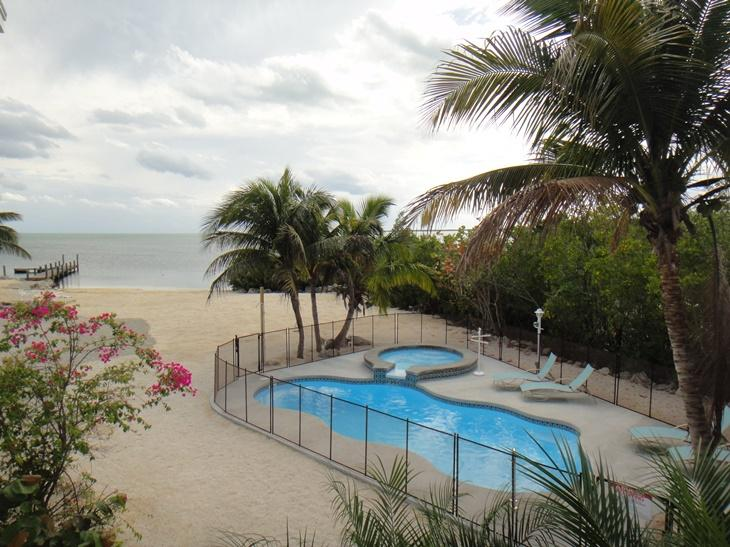 Pool with spillover hot tub. - Oksana's Tropical Beach Oasis - Cudjoe Key - rentals