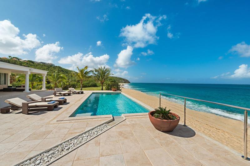 LA VIE EN BLEU...Baie Rouge Beach, French St Martin 800 480 8555 - LA VIE EN BLEU ...Stunning New 2 BR Luxury Beach Front Villa on Baie Rouge - Baie Rouge - rentals