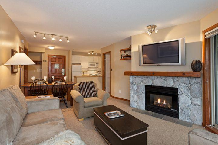 Lovely living room, gas fireplace, Flat screen TV and sofa bed - The Aspens 2 bed/ 2 bath unit 232 - Whistler - rentals