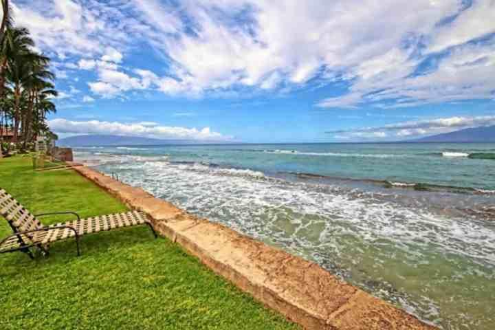Paki Maui is an oceanfront complex. - Paki Maui One Bedroom Garden View - Honokowai - Napili-Honokowai - rentals