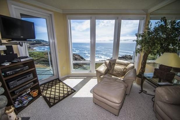 The Lighthouse - Breathtaking 2 Bedroom - Bright & Beautiful Views Year Round - Image 1 - Depoe Bay - rentals