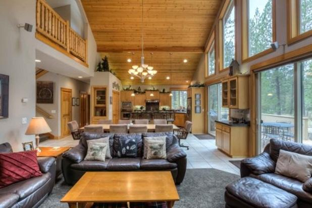 Deerfield Lodge - 5 Bedroom - Exceptional Lodge Style Home - Great Location! - Image 1 - Sunriver - rentals