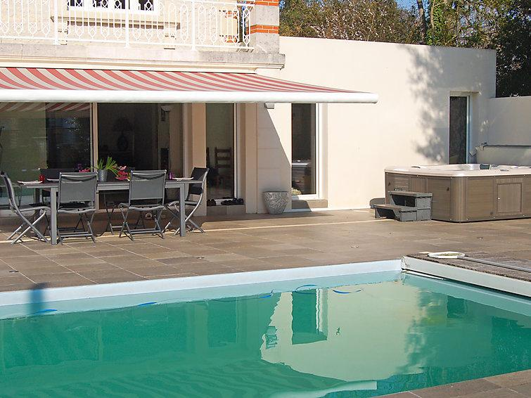 4 bedroom Villa in Royan, Poitou Charentes, France : ref 2097397 - Image 1 - Pontaillac - rentals