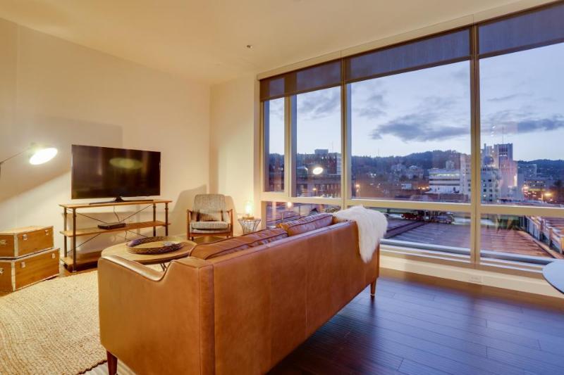 Luxury downtown dog-friendly condo w/ West Hills views! - Image 1 - Portland - rentals