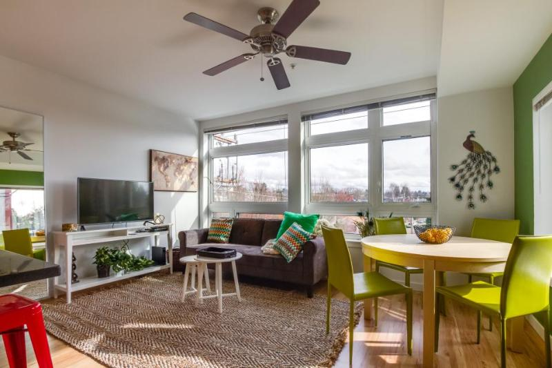 Global chic Green Lake waterfront condo w/rooftop community terrace - dogs OK! - Image 1 - Seattle - rentals