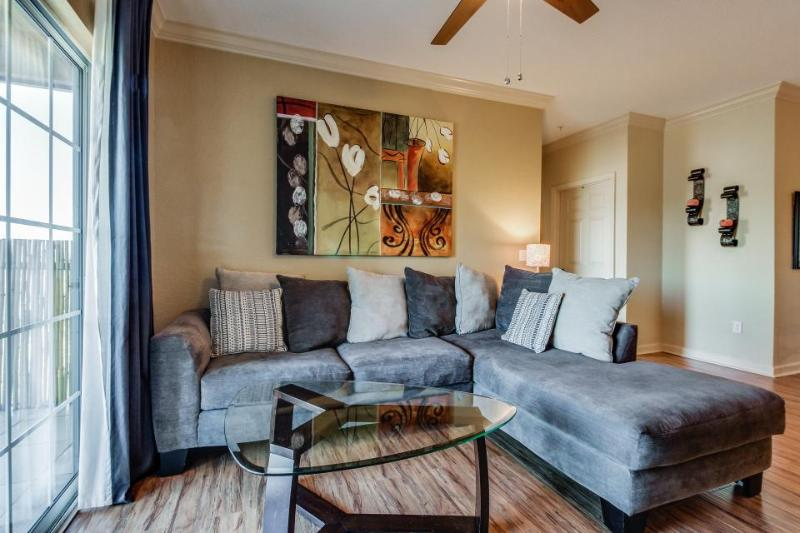 Modern condo with shared pool & entertainment - close to Disney World & golf! - Image 1 - Reunion - rentals