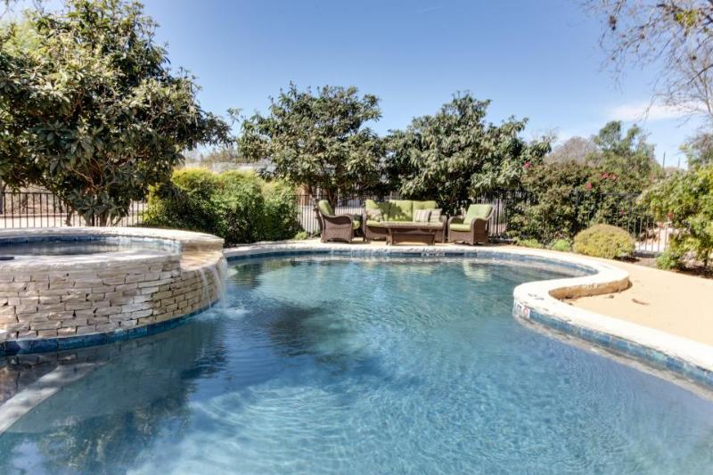 Lovely suite with a shared pool & hot tub, great historic district location! - Image 1 - Fredericksburg - rentals