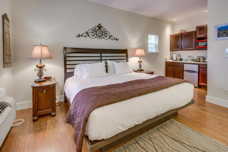 Romantic suite with a shared hot tub and pool, right on Main Street! - Image 1 - Fredericksburg - rentals