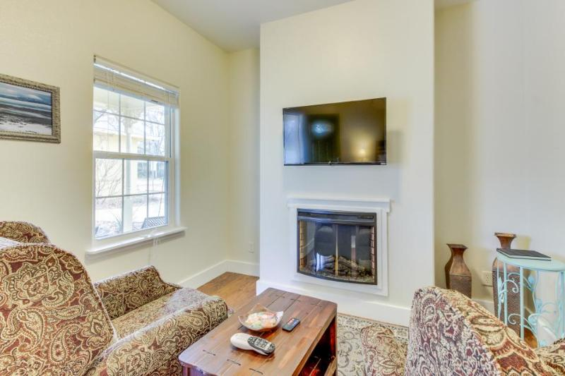 Welcoming studio w/ access to a shared pool and hot tub - Image 1 - Fredericksburg - rentals