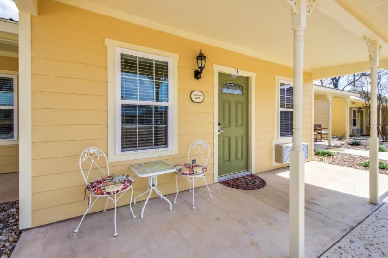 Lovely studio perfect for a couple, w/shared pool, hot tub! - Image 1 - Fredericksburg - rentals